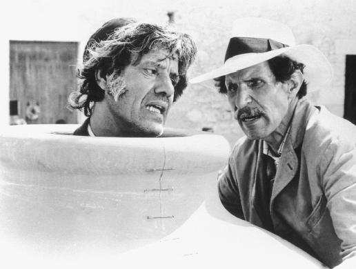 Cena de La Giara, comédia de Pirandello, na versão dei fratelli Taviani, em Kaos (1984)